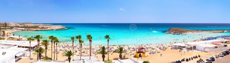 Панорама пляжа Nissi seaview napa гостиницы Кипра завтрака ayia Кипр стоковые фото