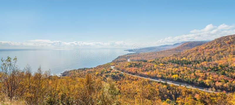 Панорама прибрежной сцены на следе Cabot стоковые изображения rf