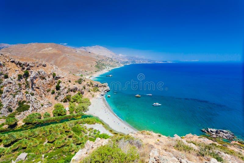 Панорама пляжа Preveli на ливийских море, реке и лесе ладони, южном Крите, Греции стоковая фотография
