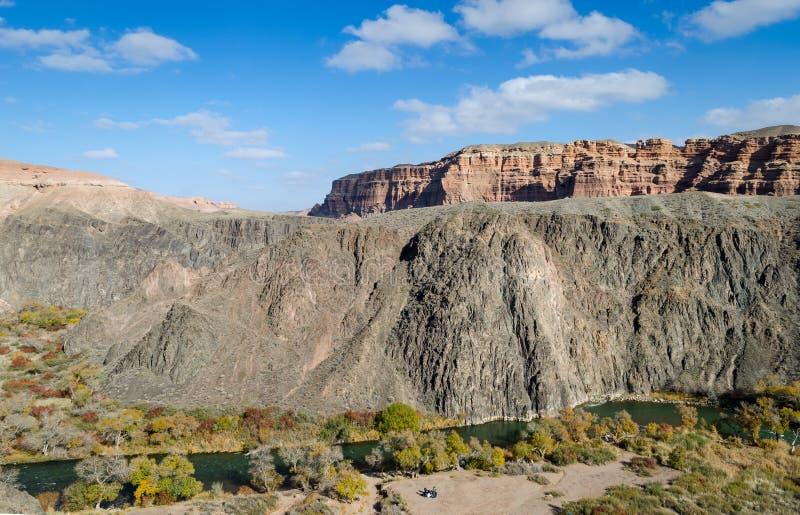 Панорама реки в каньоне Charyn стоковая фотография