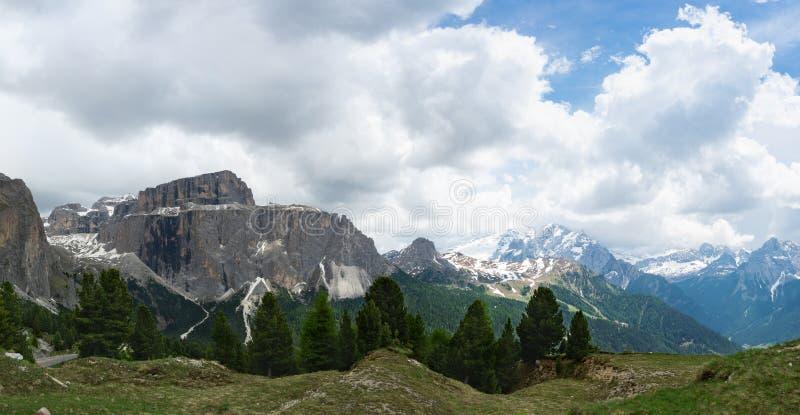 Панорама Селлы Массифа и горы Мармолада. r стоковая фотография