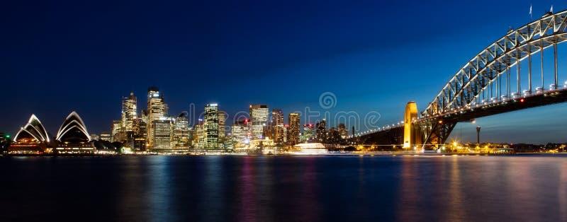 Панорама Сиднея к ночь стоковое изображение rf