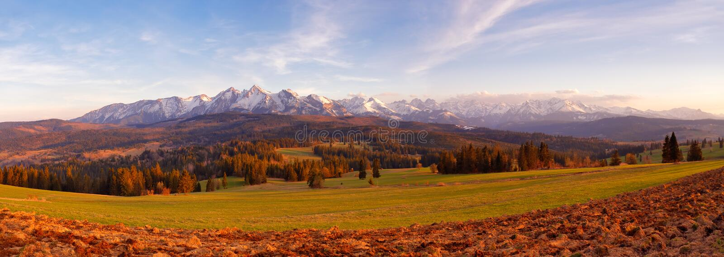 Панорама снежных гор Tatra весной, южная Польша стоковое фото