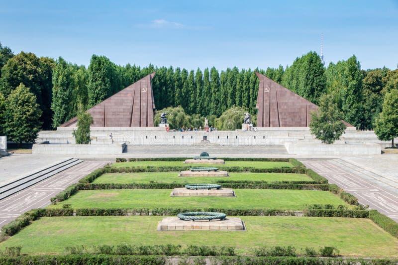 Панорама советского военного мемориала на Treptow стоковая фотография