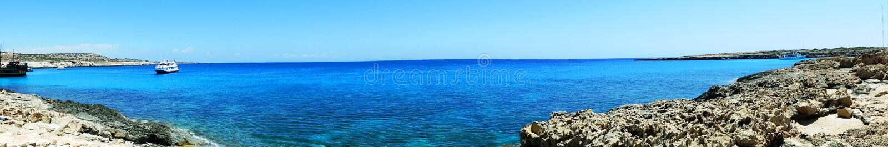 Панорама Средиземного моря Кипра ландшафта побережья пляжа islan стоковое изображение