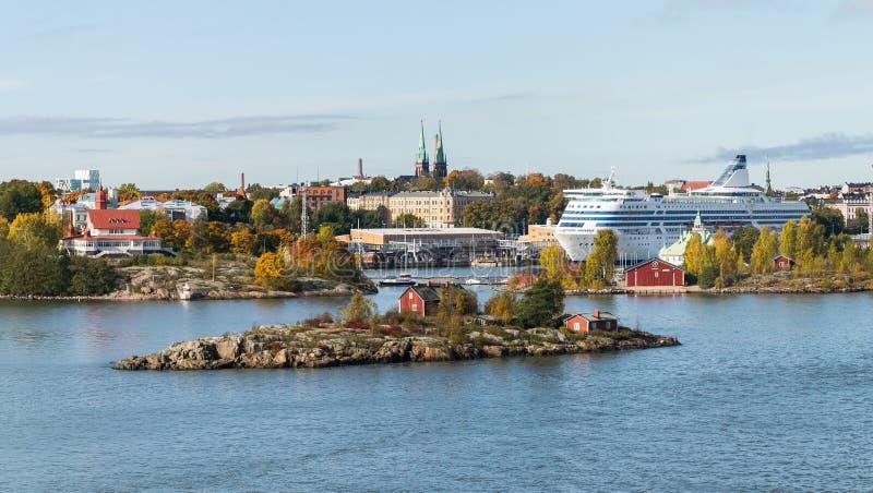Панорама сценарной осени воздушная старой архитектуры городка в Хельсинки, Финляндии стоковые фотографии rf
