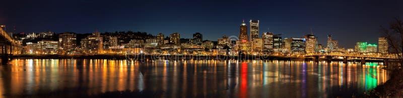Панорама сцены ночи горизонта города Портленда стоковые фото