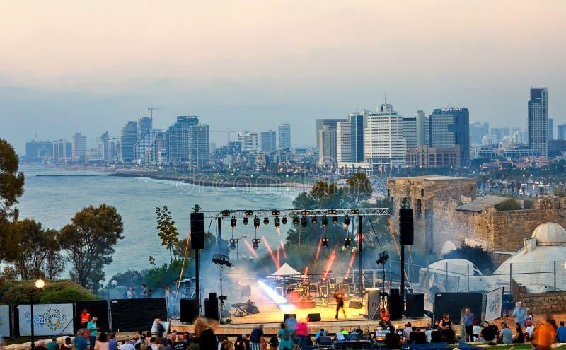 Панорама Тель-Авив на заходе солнца, прибрежной линии с гостиницами Взгляд этапа для представлений, выравнивая концерты для стоковые изображения