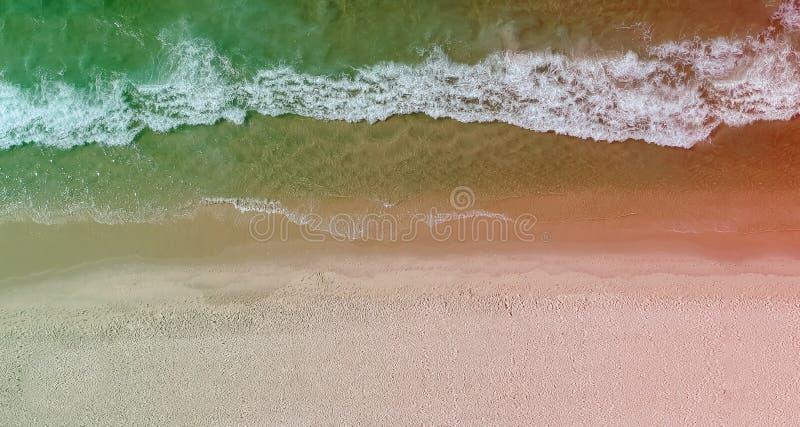 Панорама трутня пляжа Barra da Tijuca с покрашенной светлой утечкой, Рио-де-Жанейро, Бразилией стоковое фото