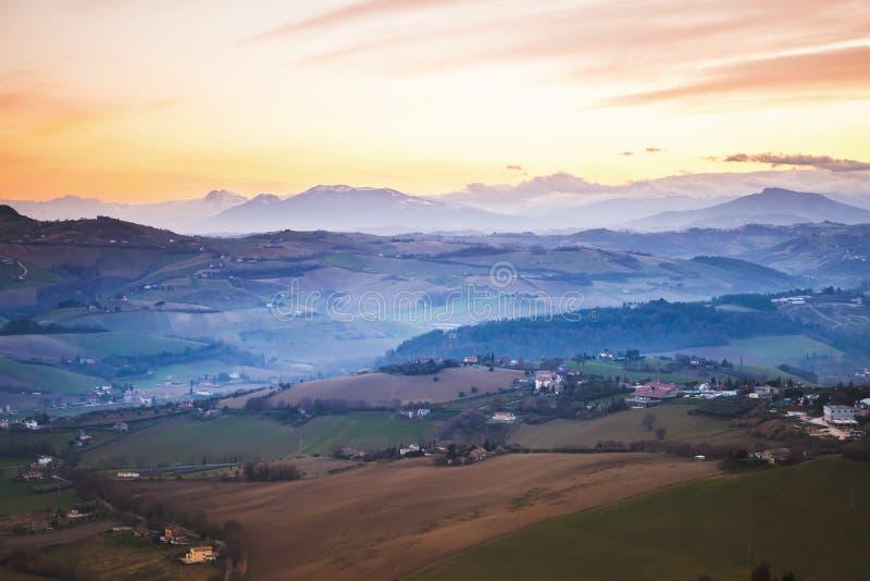 Панорама утра итальянской сельской местности, Fermo стоковая фотография