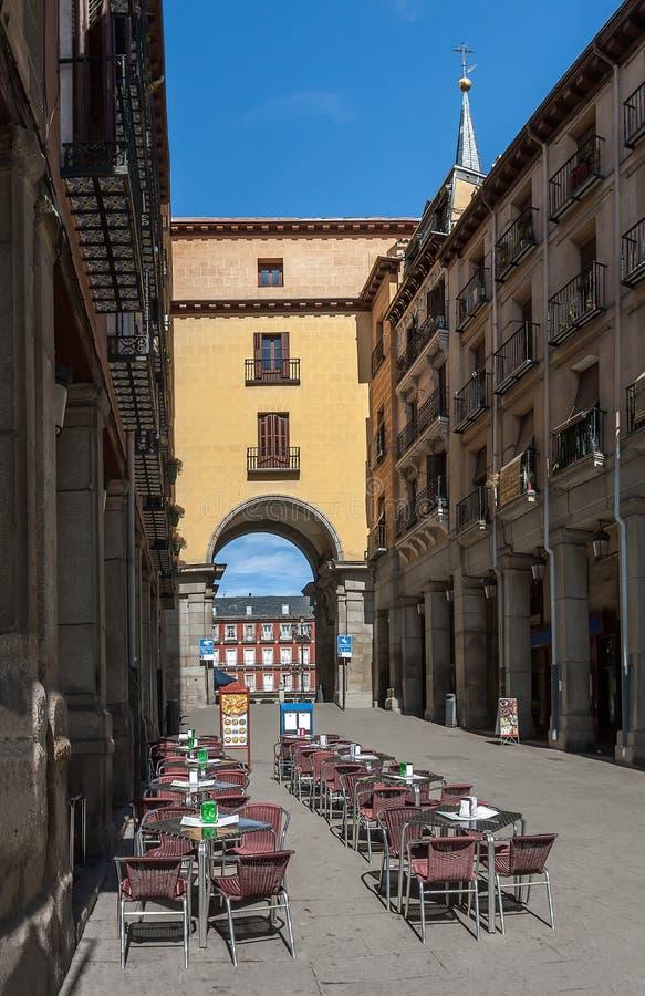 Панорама улицы с кафем улицы рано утром в Мадриде стоковая фотография rf