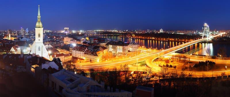 панорама cityspace замока bratislava стоковые изображения rf