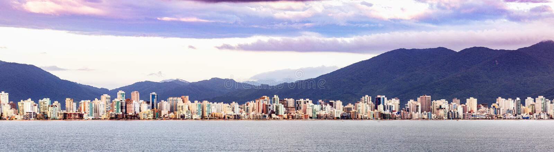 Панорама Itajai, городского пейзажа, Санта-Катарина, Бразилии стоковые фото