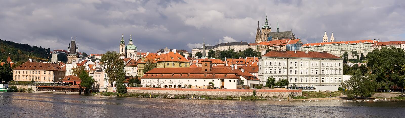 панорама prague замока стоковая фотография rf