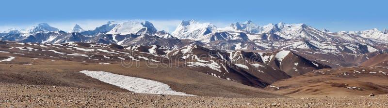 Панорама snowcapped гор Гималаев в Тибете, Китае стоковое фото