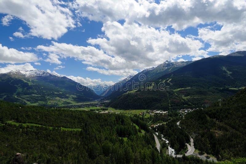 панорама valtellina Италии di bormio стоковое фото