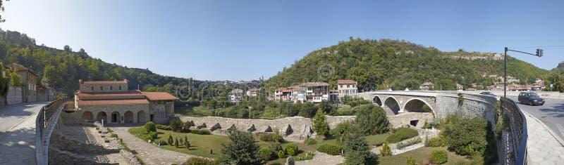 Панорама Veliko Tyrnovo bulbed стоковая фотография