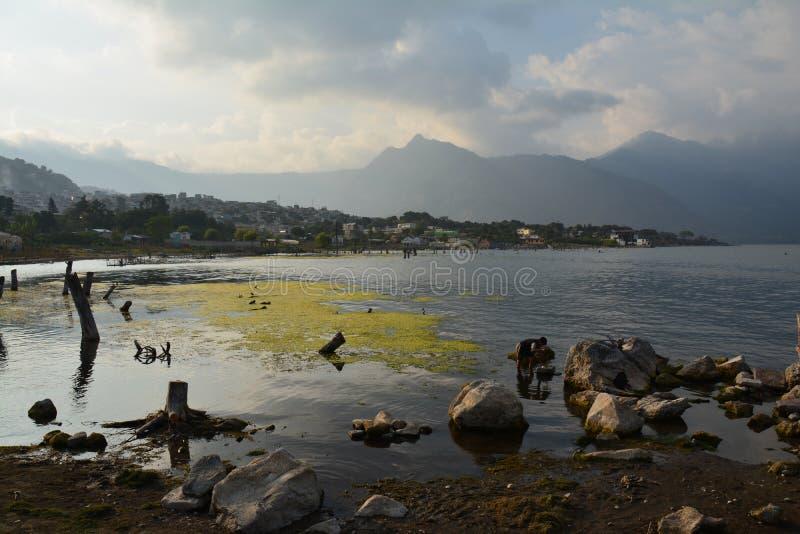 Панорамное озеро Гватемала Atitlan ландшафтов стоковое фото