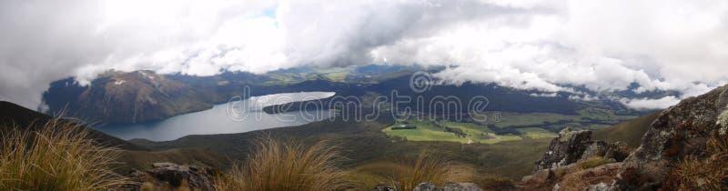 Панорамное озеро горы стоковые фотографии rf