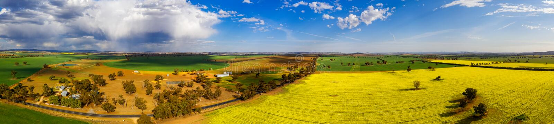 Панорамные сельские поля для миль и миль стоковые фотографии rf