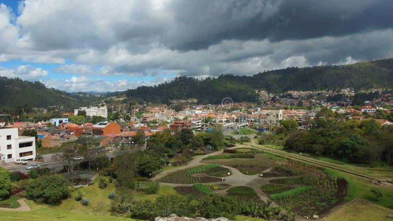 Панорамный взгляд города Cuenca от руин Pumapungo стоковая фотография