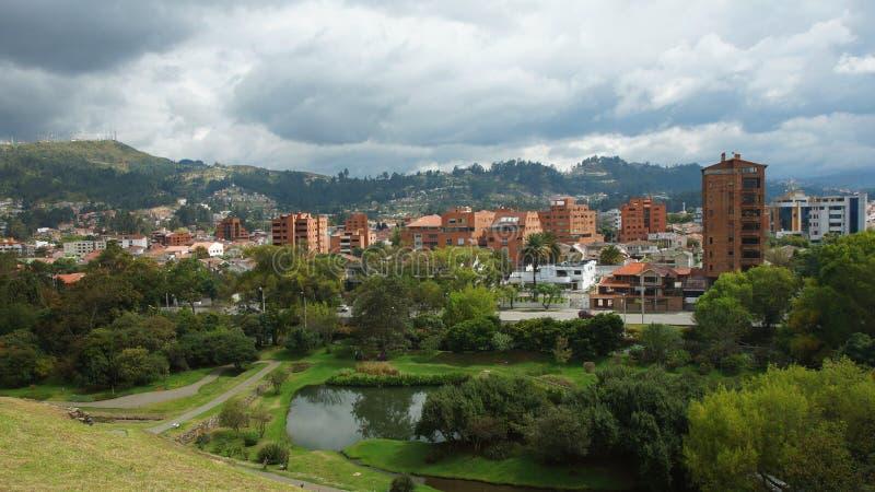 Панорамный взгляд города Cuenca от руин Pumapungo стоковое фото rf
