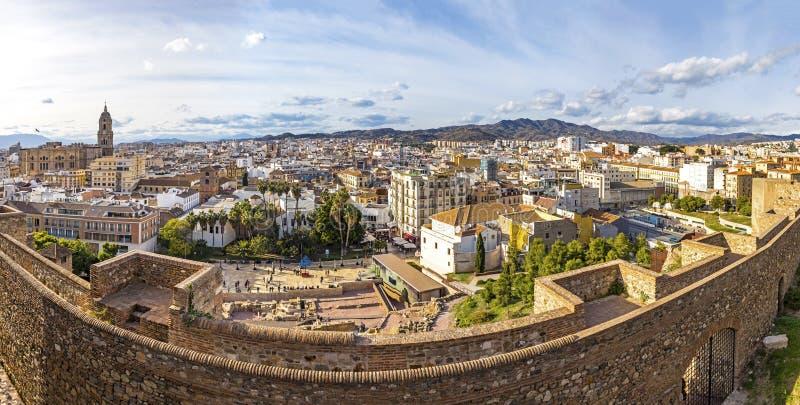 Панорамный взгляд городского пейзажа исторического центра города Малага, Косты del Sol, Андалусии, Испании Собор Малага на левой  стоковое изображение