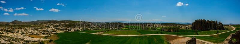 Панорамный взгляд долины Phrygian расположенной между Afyon и стоковые фотографии rf
