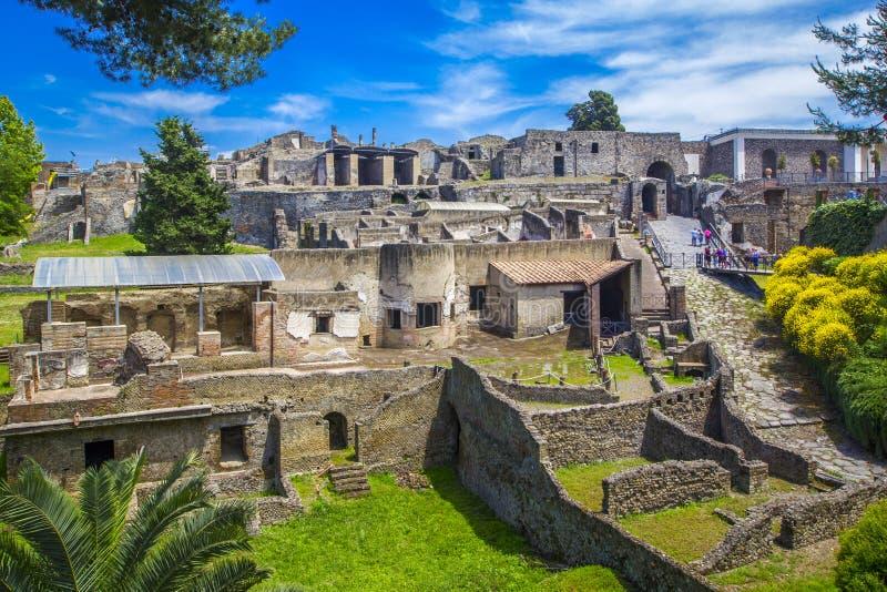 Панорамный взгляд древнего города Помпеи с домами и улицами Помпеи старый римский город умерло от извержения  стоковое фото rf