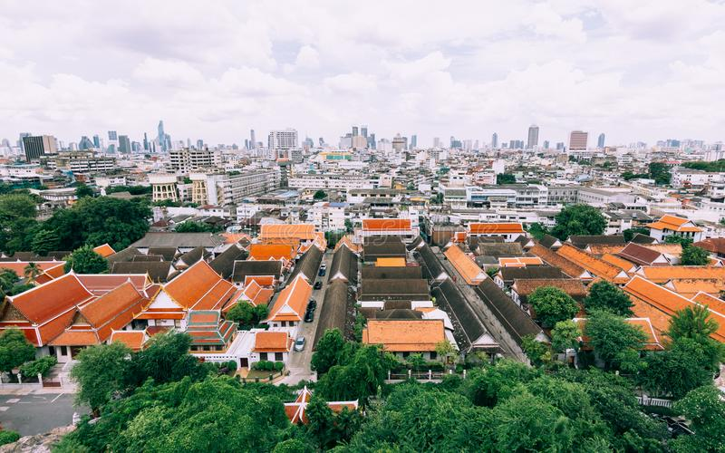 Панорамный взгляд зданий Бангкока от Золотой Горы на стоковая фотография rf