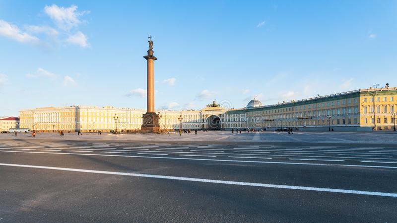панорамный взгляд квадрата и генерального штаба дворца стоковая фотография rf