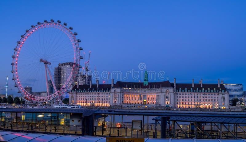 Панорамный взгляд к глазу Лондона стоковые фотографии rf
