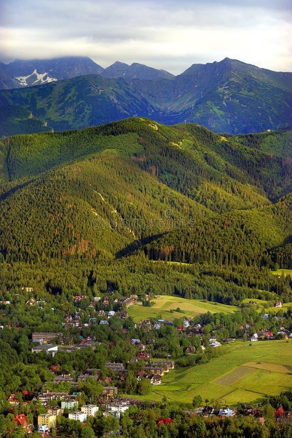 Панорамный взгляд ландшафта гор Tatra, около Zakopane в Польше стоковое изображение rf