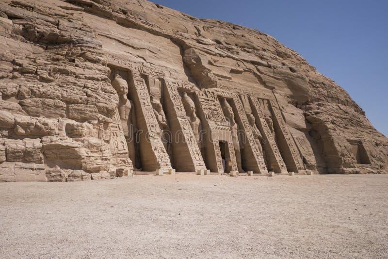 Панорамный взгляд малого виска Nefertari в Abu Simbel, Египте стоковые фото