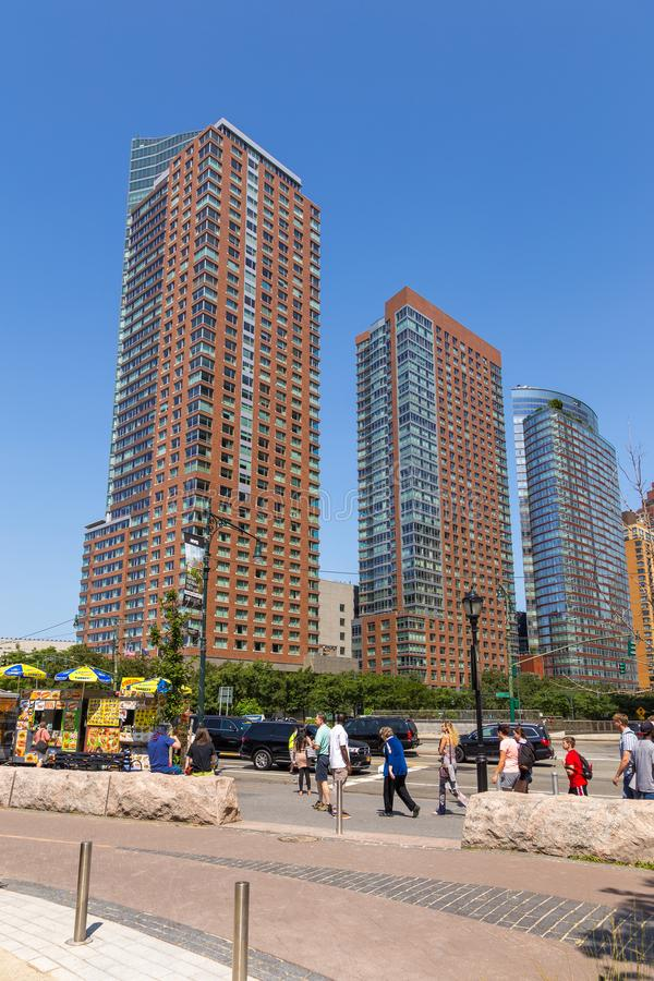Панорамный взгляд на горизонте Манхаттана небоскреба более низком в Нью-Йорке стоковое изображение rf