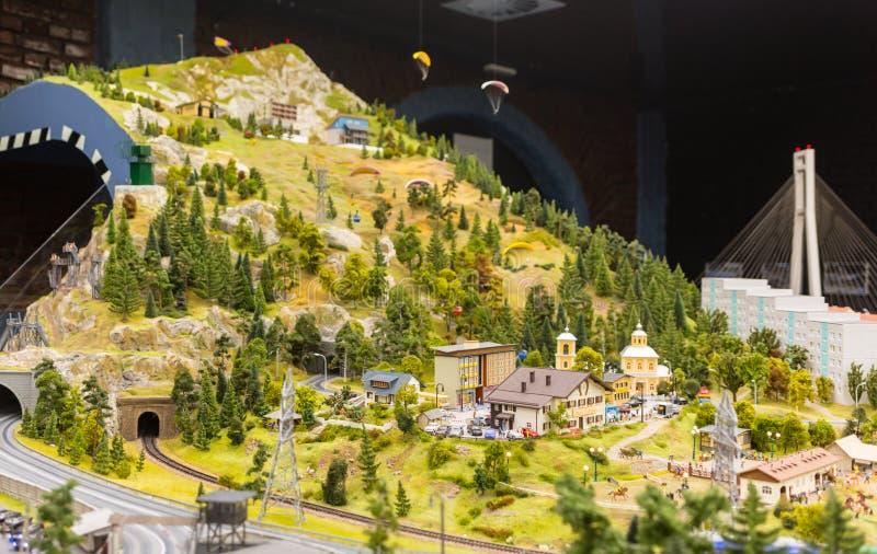 Панорамный взгляд от холма долины в музее Грандиозн-насмешки город Санкт-Петербурга стоковое изображение rf