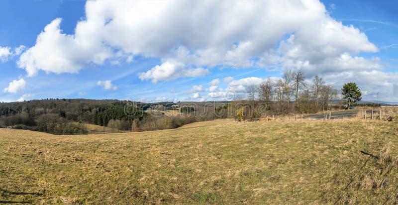Панорамный взгляд сельского ландшафта в зоне Taunus стоковая фотография rf