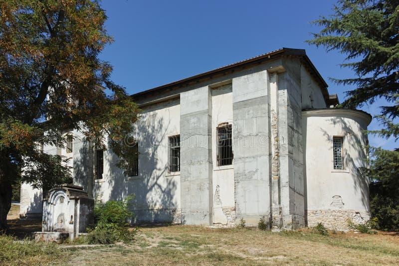 Панорамный взгляд средневековой церков около усыпальницы Yane Sandanski в деревне Rozhen, Болгарии стоковая фотография