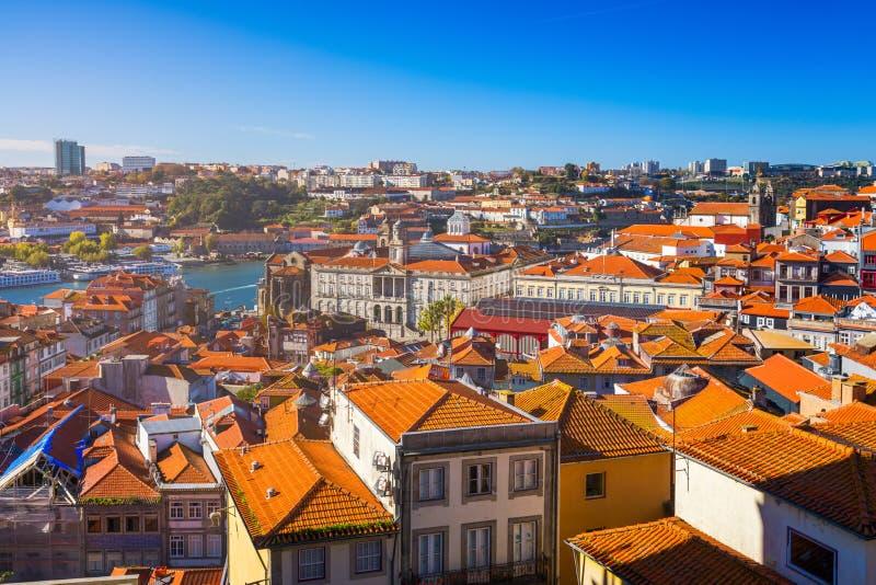 Панорамный взгляд старого города Порту (Oporto) и Ribeira сверх делают стоковые изображения