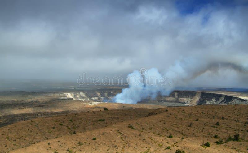Панорамный взгляд активного кратера вулкана Kilauea стоковая фотография rf