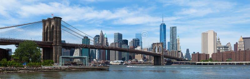 Панорамный взгляд более низких Манхаттана и Бруклинского моста в новом Yor стоковые изображения