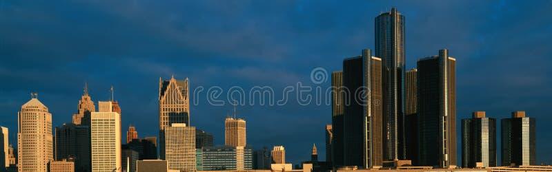 Панорамный взгляд восхода солнца центра ренессанса, Детройта, MI стоковая фотография