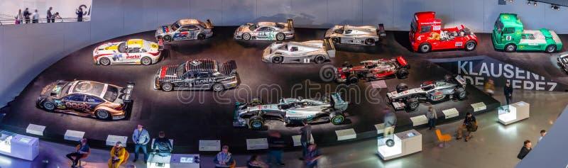 Панорамный взгляд галереи спорт и гоночных автомобилей различных классов стоковые фото