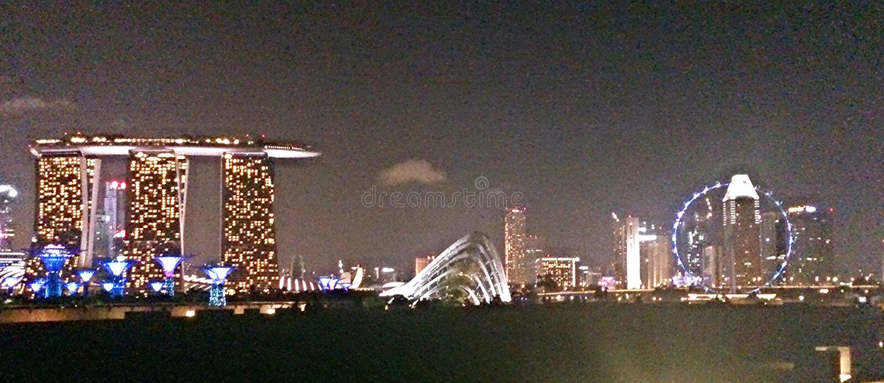 Панорамный взгляд горизонта Сингапура с песками залива Марины и рогулькой Сингапура стоковое изображение rf