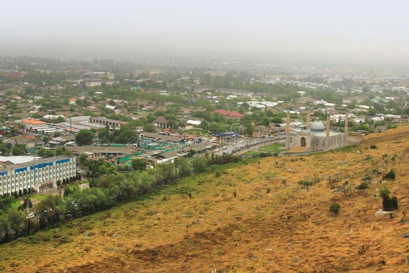 Панорамный взгляд города Osh и мечети Sulayman слишком, Кыргызстан стоковое изображение