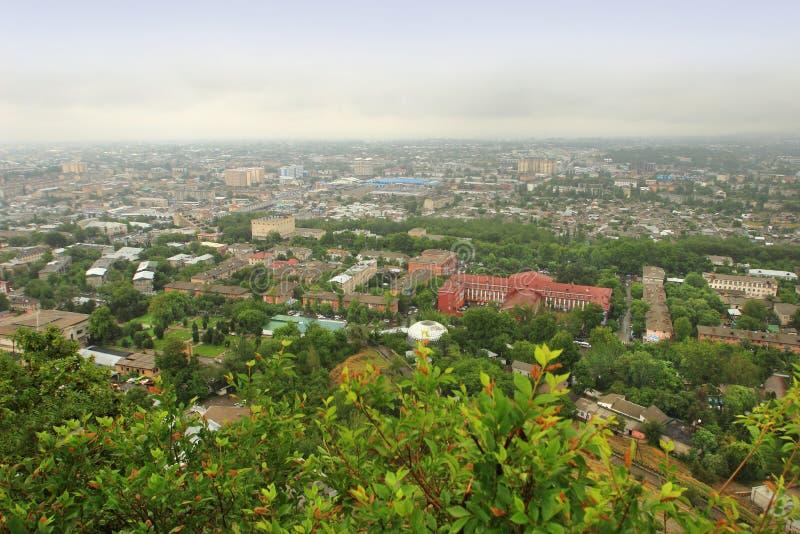 Панорамный взгляд города Osh, Кыргызстана стоковые изображения