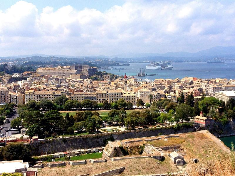Панорамный взгляд городка Корфу стоковое изображение rf