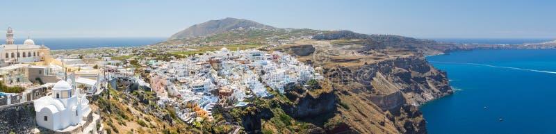 Панорамный взгляд городка Thira, Santorini, Греции стоковое изображение
