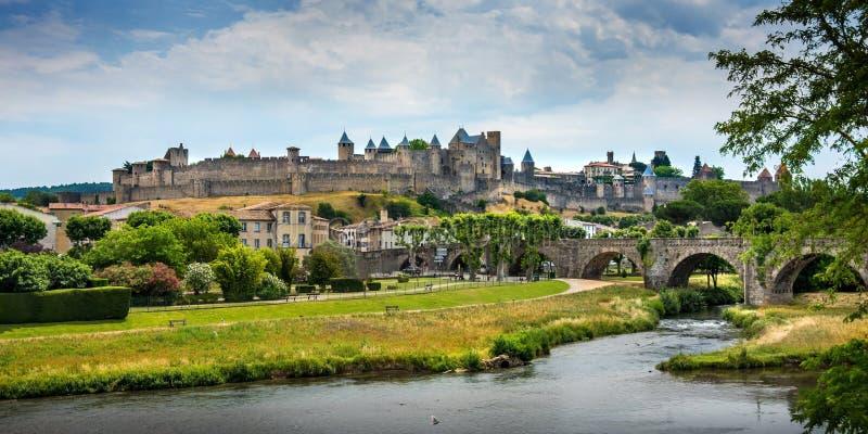 Панорамный взгляд замка и средневековой деревни Каркассона стоковые изображения rf