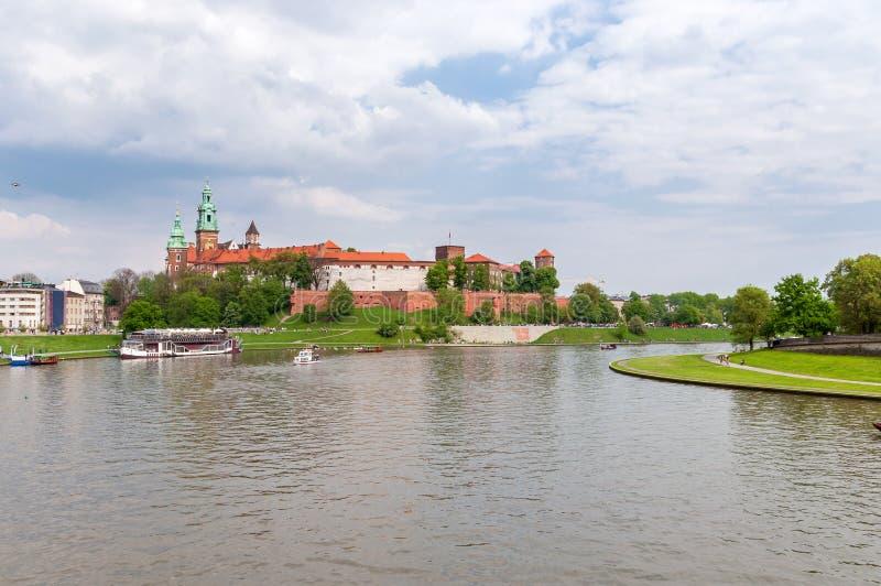 Download Панорамный взгляд замка Wawel Стоковое Изображение - изображение насчитывающей центрально, европейско: 40587759
